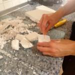 schneiden der einzelnen Styropor-Felsen