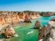 Der Praia da Marinha in Portugal